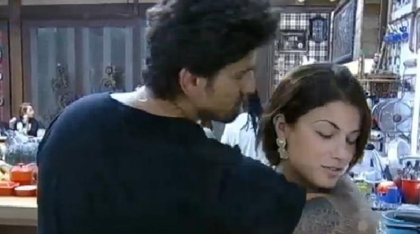 Léo Rodriguez agarra Babi Rossi e ela diz que não é fácil