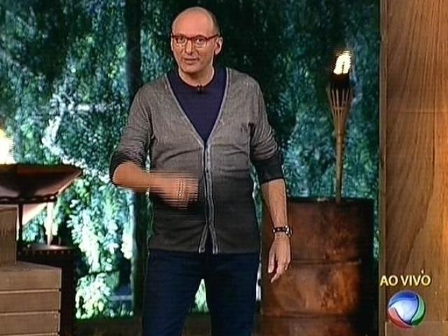 """30.set.2014 - Britto Jr. dá início ao programa ao vivo que define o fazendeiro da semana em """"A Fazenda 7"""""""