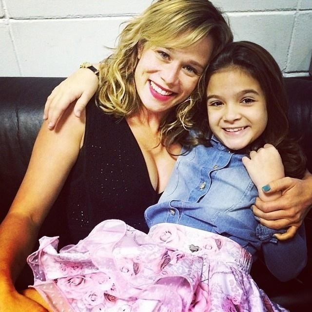 """30.set.2014 - Mel Maia e Mariana Ximenes nos intervalos das gravações da série """"Eu que Amo Tanto"""", do """"Fantástico"""""""