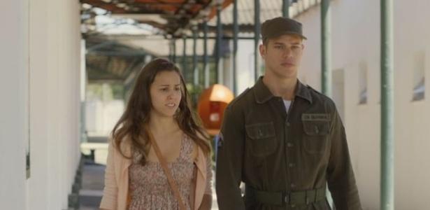Jussara (Thati Lopes) diz para Pedro (José Loreto) que está preocupada com a história da gravidez falsa