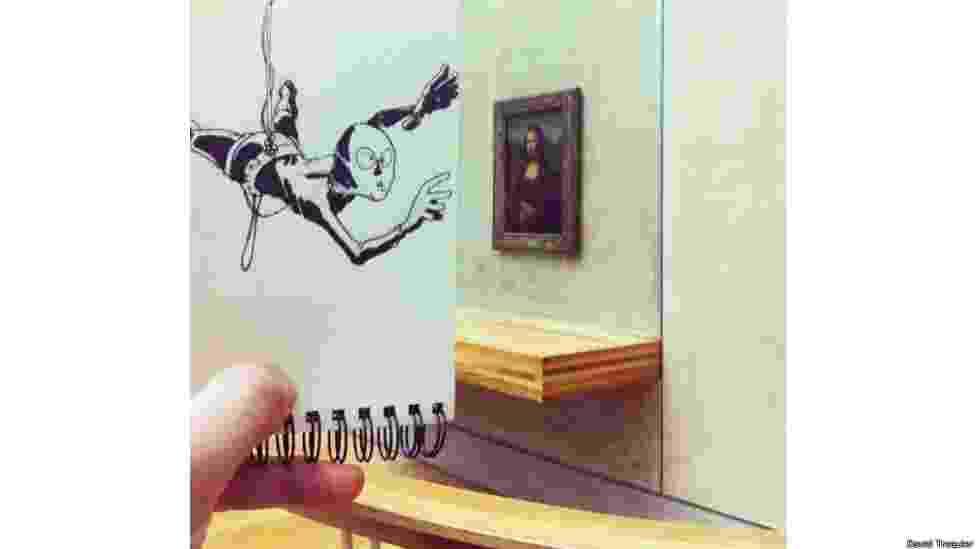 Um artista francês, David Troquier, faz sucesso na internet com fotos em que insere desenhos em lugares e cenas banais do cotidiano - David Troquier