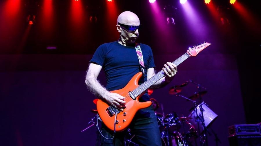 O guitarrista norte-americano Joe Satriani em show em São Paulo em 2014 - Manuela Scarpa/Photo Rio News