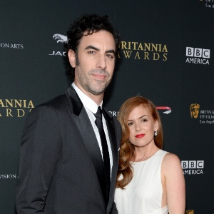 Sacha Baron Cohen e Isla Fisher esperam um filho
