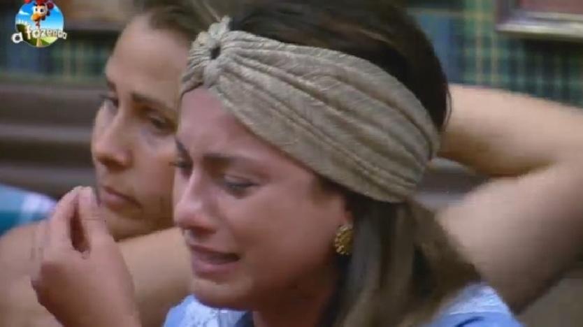 Babi Rossi chora e diz que não é garota de programa