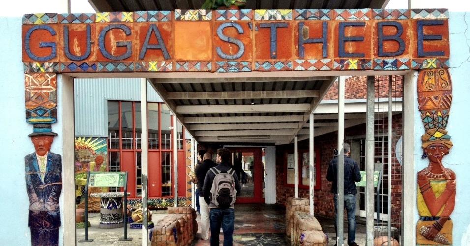 Entrada do centro cultural Guga S'Thebe, que, além de vender artesanatos e promover apresentações musicais, serve como centro de informações para turistas que visitam Langa