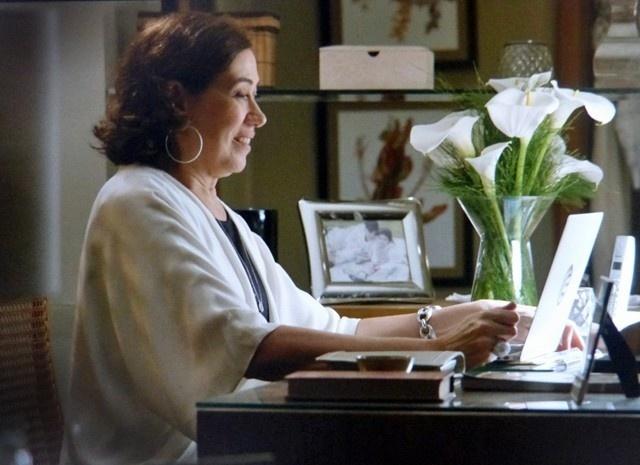 Maria Marta conversa com Maurílio e aceita convite para jantar