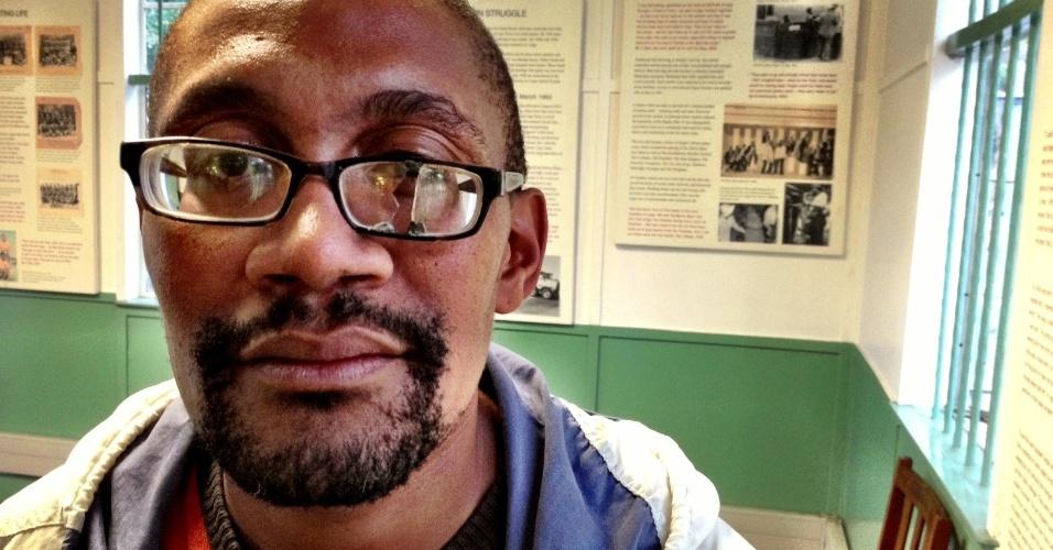 Sul-africano visita o museu do apartheid no bairro de Langa, na Cidade do Cabo