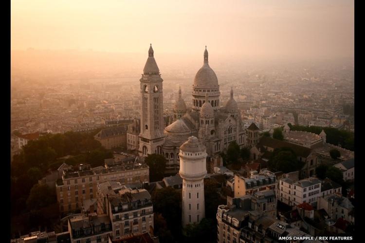 - Esse é um dos edifícios mais famosos e mais fotografados de Paris: a basílica do Sagrado Coração em Montmartre