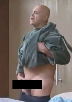 """Oscar Maroni mostra as partes íntimas ao trocar de roupa em """"A Fazenda 7"""""""