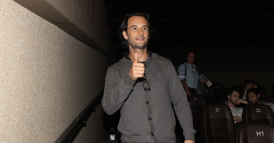 2.out.2014 - Rodrigo Santoro assiste a pré-estreia do filme