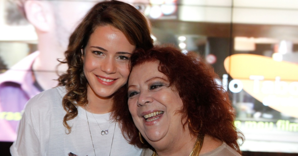 30.set.2014 - Leandra Leal e Beth Carvalho na sessão de gala do filme