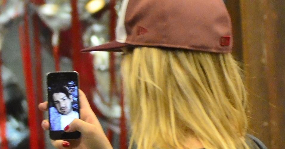 Atriz Fiorella Mattheis é flagrada conversando com Alexandre Pato pelo aplicativo FaceTime