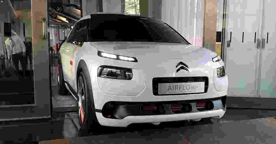 Citroën C4 Cactus Airflow L2 Concept no Salão de Paris 2014 - Eric Piermont/AFP