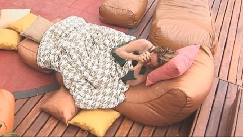 Cristina Mortágua se isola após se emocionar abraçada à Andréia Sorvetão