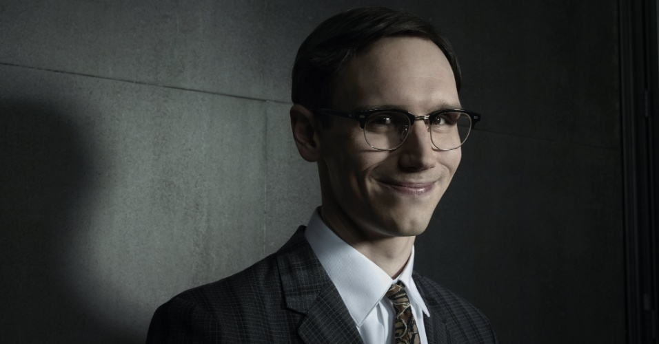 """Cory Michael Smith dá vida ao vilão Charada em """"Gotham"""""""
