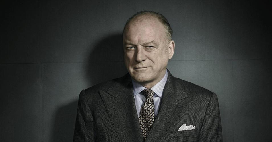 """John Doman é o mafioso todo-poderoso da cidade, Carmine Falcone, em """"Gotham"""""""