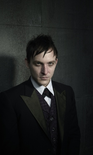 "Robin Lord Taylor é Oswald Cobblepot, o Pinguim, em ""Gotham"""