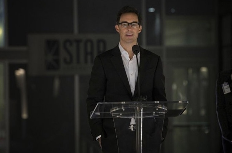 "Tom Cavanagh é o físico Harrison Wells em ""The Flash"""