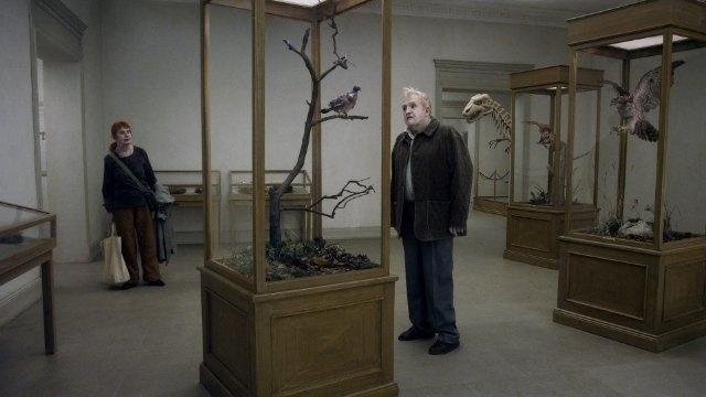 """""""Um Pombo Pousou Num Galho Refletindo Sobre A Existência"""", de Roy Andersson"""