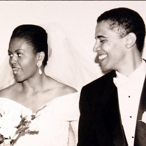 5.out.2014 - Michelle Obama publica foto antiga de seu casamento com Barack Obama para comemorar os 22 anos de casados