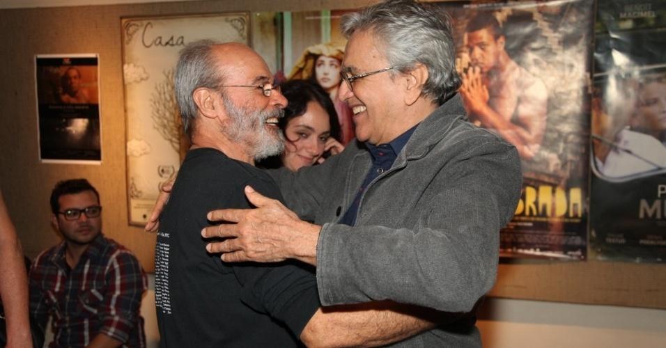 4.out.2014 - Osmar Prado e Caetano Veloso prestigiam o lançamento do filme