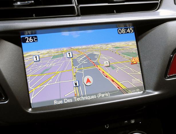 Navegação integrada do novo Citroën DS3: esse tipo de sistema já chega ao consumidor obsoleto, se comparado à agilidade de atualização dos smartphones - Murilo Góes/UOL