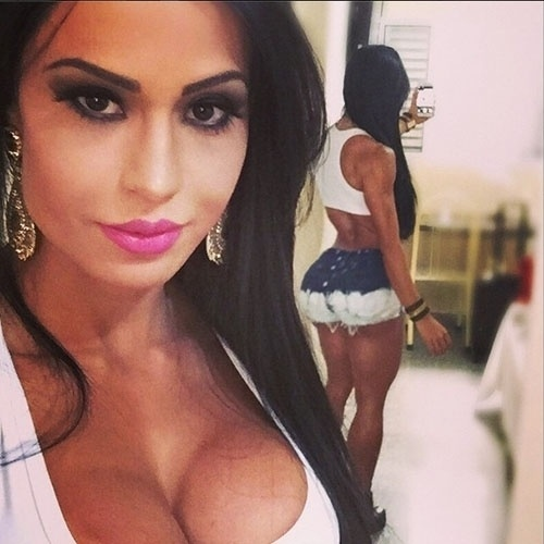 5.out.2014 - Gracyanne Barbosa mostra bumbum em foto no Instagram