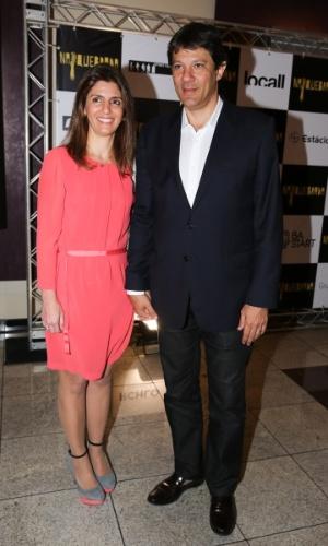 """6.out.2014 - Fernando Haddad e sua mulher, Ana Estela, marcam presença na pré-estreia do filme """"Na Quebrada"""", em São Paulo"""