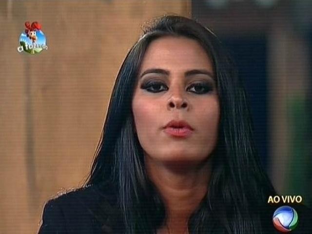 6.out.2014 - Lorena Bueri critica Roy, mas vota em Felipeh Campos para a terceira roça de