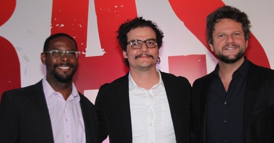 7.out.2014 - Os atores André Ramiro, Wagner Moura e Selton Mello na pré-estreia do filme