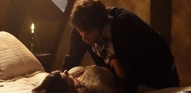 Manu (Chandelly Braz) bem que tentou resistir à declaração de Davi(Humberto Carrão), mas não conseguiu e dois se entregam à paixão