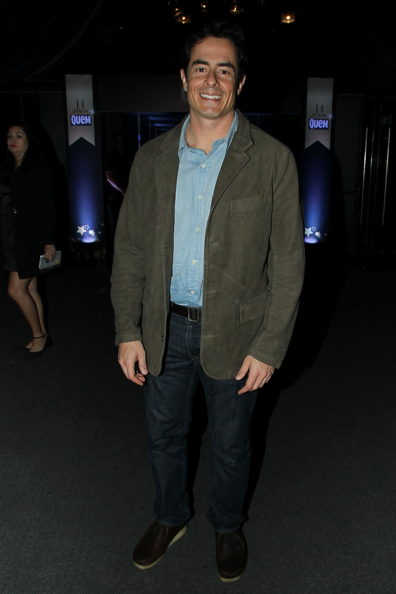7.out.2014 - O ator Felipe Folgosi mostra seu estilo na festa de 14 anos da revista