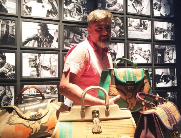 7.out.2014 - Rogério Lima com algumas de suas criações expostas no 15º Minas Trend - Bianca Iaconelli/UOL