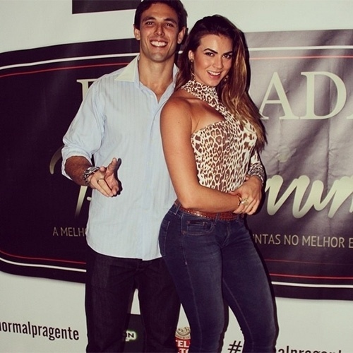 Renata Molinaro namora o personal trainer Dudu Meyer