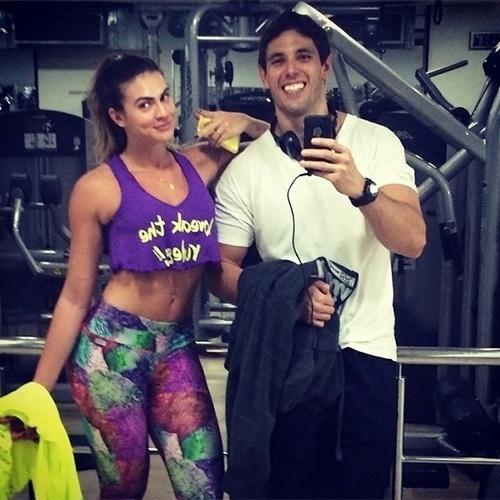 Renata Molinaro namora o personal trainer Dudu Meyer. Os dois também compartilham fotos juntos na academia
