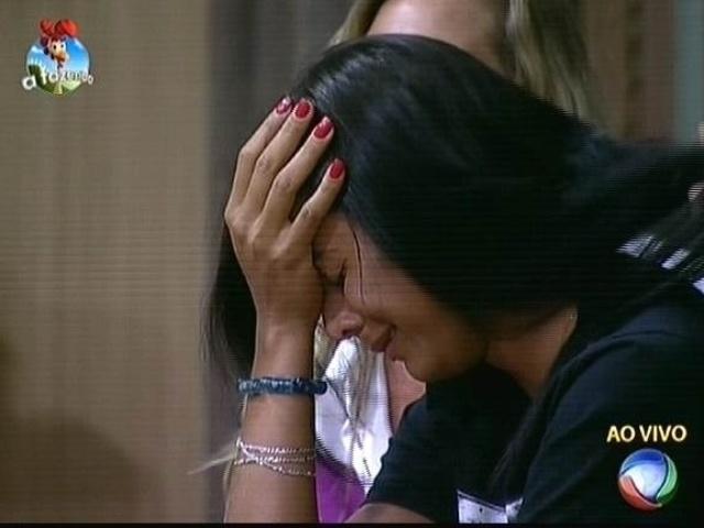 9.out.2014 - Lorena Bueri chora ao saber que Diego Cristo foi eliminado de