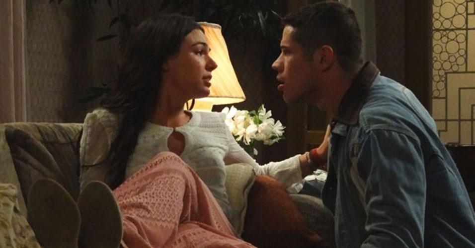 "Pedro (José Loreto) ama Sandra (Isis Valverde) em ""Boogie Oogie"""
