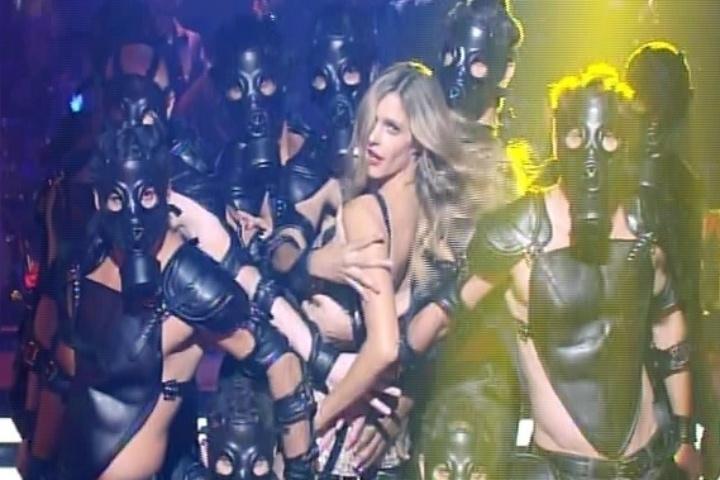 9.out.2014 - Cantando e dançando, Fernanda Lima estreia a nova temporada do