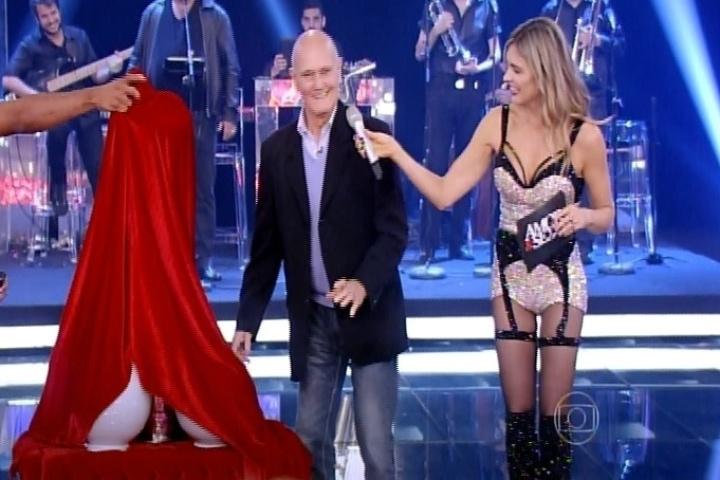 9.out.2014 - Cleomar Lima, pai de Fernanda Lima, participa da estreia da nova temporada do