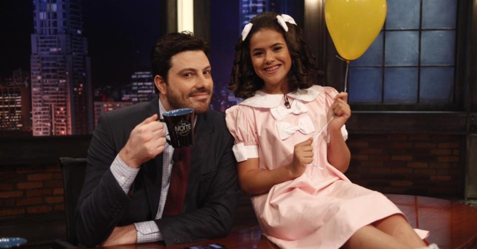 10.out.2014 - Em comemoração ao Dia da Criança, Maísa Silva veste seu figurino de antigamente e senta no sofá de Danilo Gentili, nesta sexta-feira, no