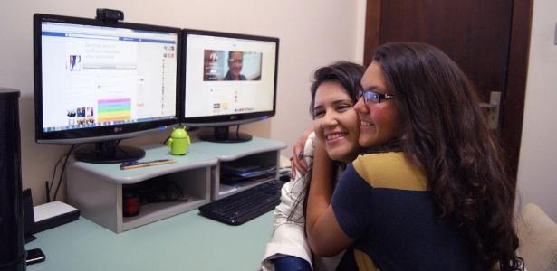 A empresária Érica Marques e a filha Piettra Marques Rebelo, 16, que usam a tecnologia e as redes sociais para facilitar a convivência diária e o relacionamento  - Arquivo pessoal