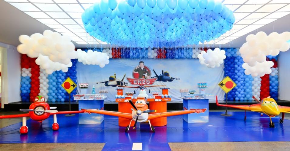 álbum com cenários para festas | A empresa Festas Criativas (www.festascriativas.com.br) transformou o espaço em um hangar do filme Aviões