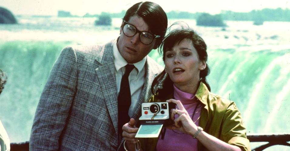 """Christopher Reeve como Clark Kent/Superman e Margot Kidder como Lois Lane em cena de """"Superman 2 - A Aventura Continua"""" (1980)"""