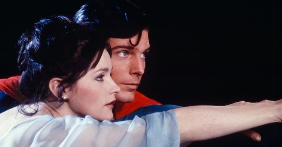 """Christopher Reeve como Superman e Margot Kidder como Lois Lane em cena de """"Superman: O Filme"""" (1978)"""