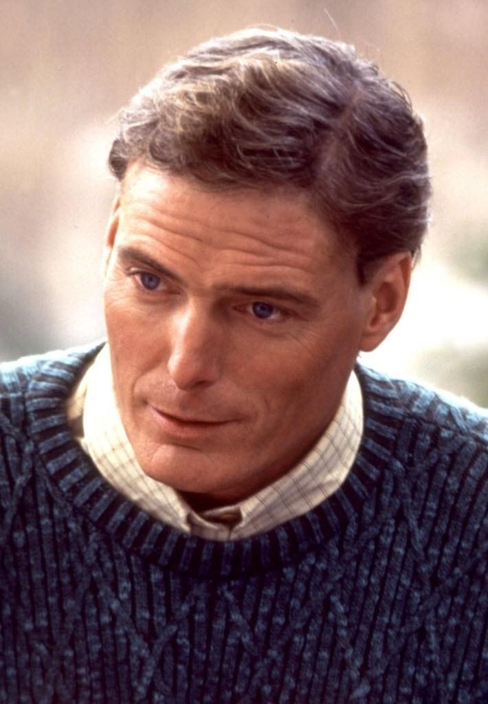 """O ator Christopher Reeve em cena do filme """"Apenas Bons Amigos"""" (1994)"""