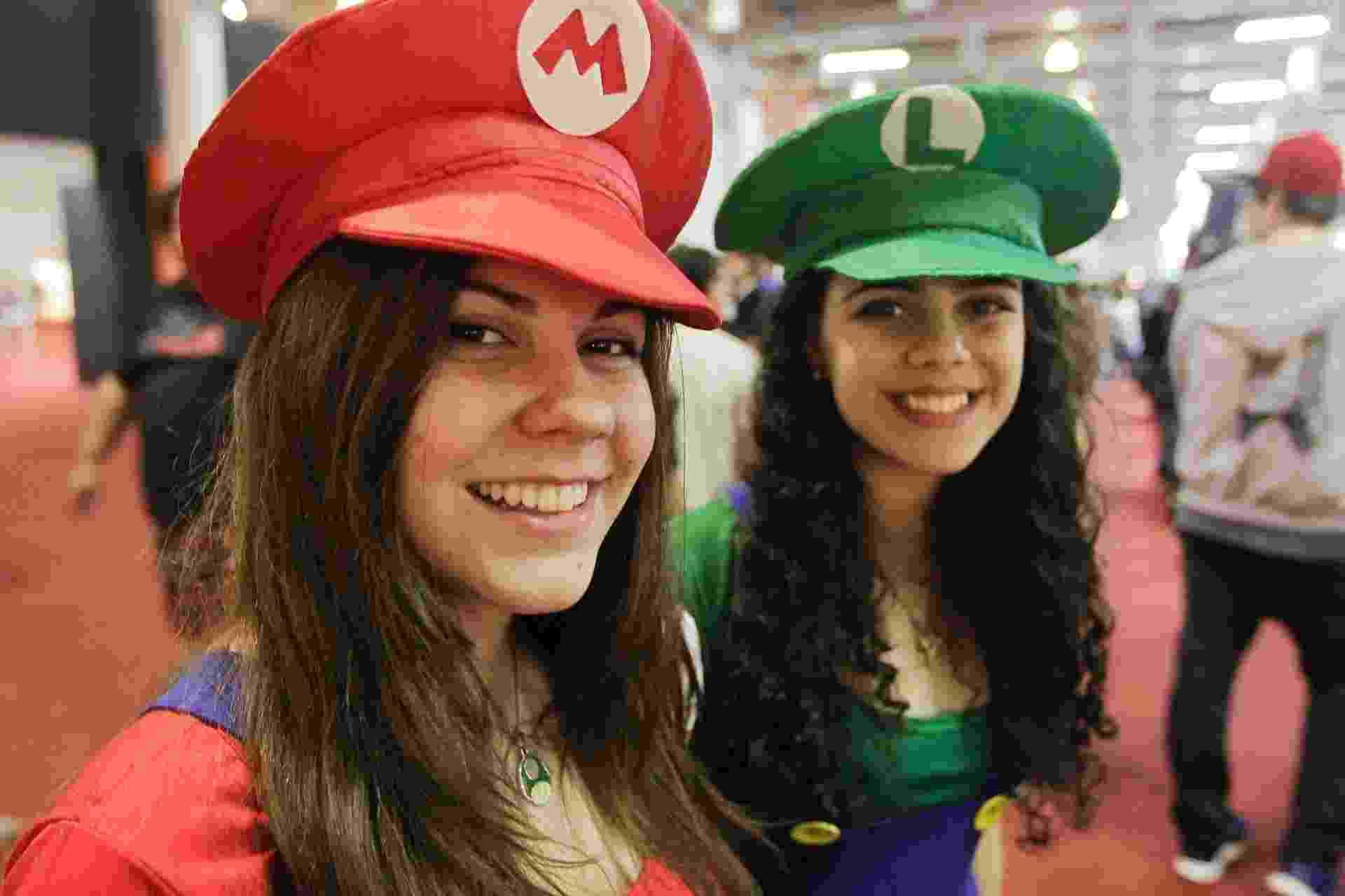 Visitantes se caracterizam como os inconfundíveis Mario e Luigi - Reinaldo Canato/UOL
