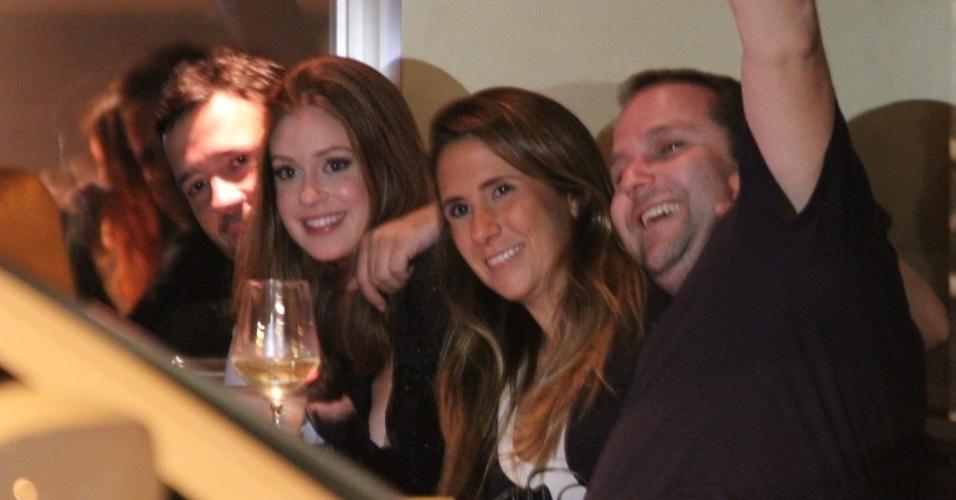11.out.2011 - Marina Ruy Barbosa janta com o namorado, Caio Nabuco