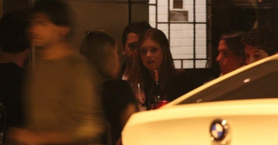 11.out.2014 - Marina Ruy Barbosa é clicada ao lado do namorado, Caio Nabuco