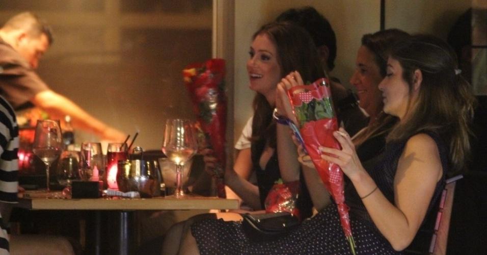11.out.2014 - Marina Ruy Barbosa foi clicada trocando beijos com o namorado, o empresário Caio Nabuco, em um restaurante no Leblon, no Rio de Janeiro