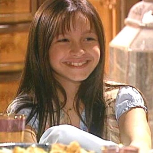 """12.out.2014 -  A atriz Carla Dias relembrou a sua personagem Khadija, da novela da Globo """"O Clone"""", que foi ao ar em 2001. Na época, ela tinha 11 anos. A garota tem 23 atualmente"""